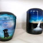 Pax Animalis – Urnen für Püppi, Bobby & Co.