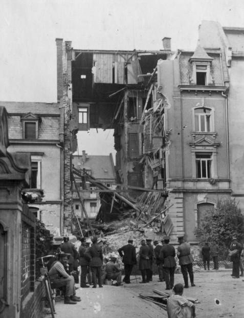 Zerstörtes Haus in der Soderstraße nach Fliegerangriff vom 16. August 1918 | Historisches Bildmaterial: Stadtarchiv Darmstadt