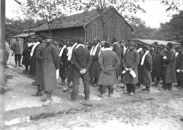 Kriegsgefangene Franzosen im Lager in Griesheim, wohl 1914 | Historisches Bildmaterial: Stadtarchiv Darmstadt