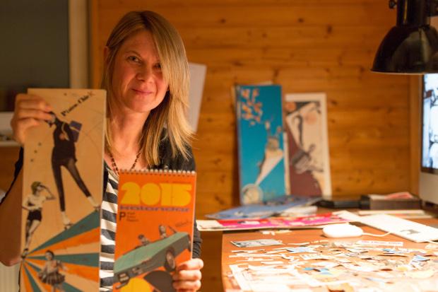 Birgit Weber mit ihrem KalenderFoto: Jan Ehlers