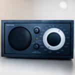 """Der Rasierapparat """"Sixtant"""" von Braun und das Radio """"Model One"""" von Tivoli Audio"""