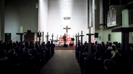 Bedroomdisco & Friends in der Kirche