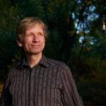 """Frank Schuster und sein neuer Roman """"Sternenfutter"""""""