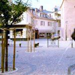 Früher war alles anders: der Stadtkirchplatz 1975 vs. 2020